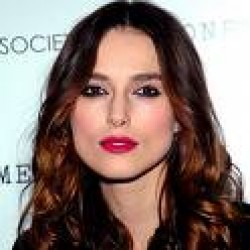 Keira Knightly fuchsia lipstick