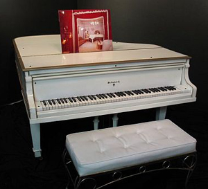 Elvis Piano