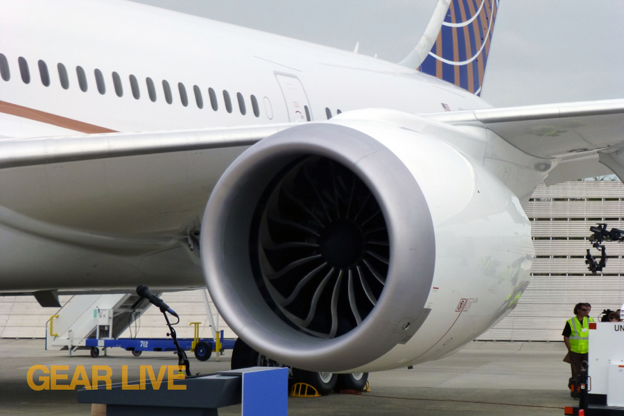 United 787 Dreamliner Jet Engine