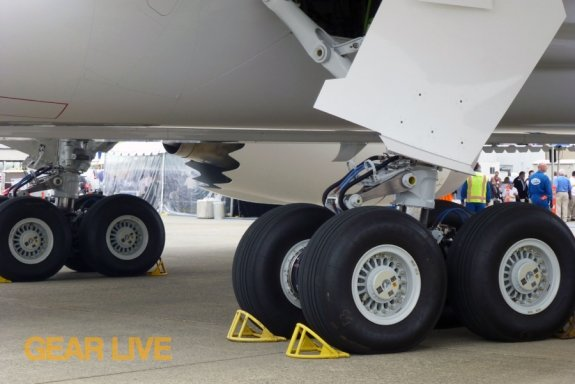 United Boeing 787 Dreamliner Wheels