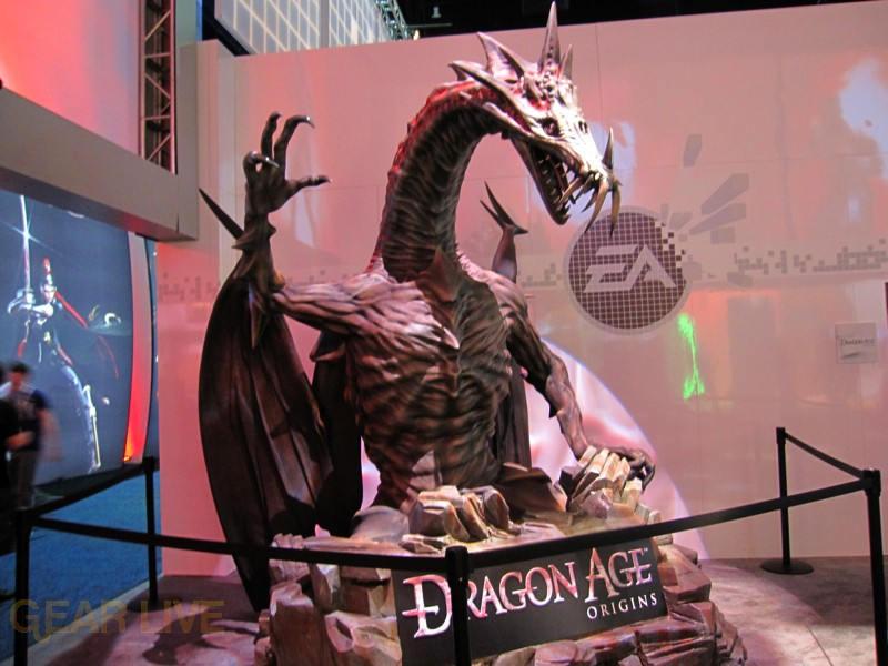 dragon age display   ea booth  full size image gallery gear
