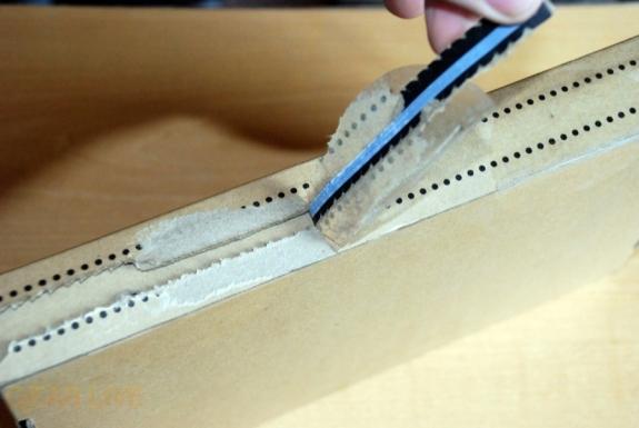 Kindle 2: Pulling box open