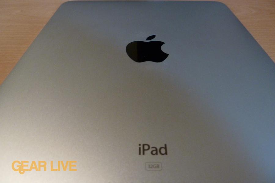 iPad: Aluminum back
