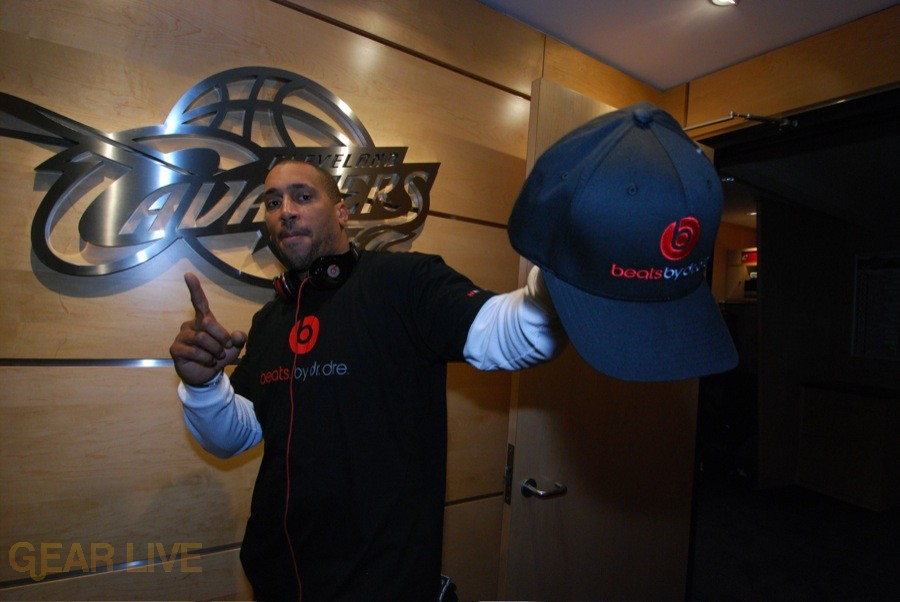 Cleveland Cavs receive Beats by Dre 1