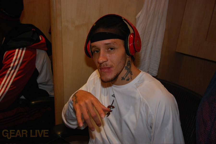Cleveland Cavs receive Beats by Dre 7