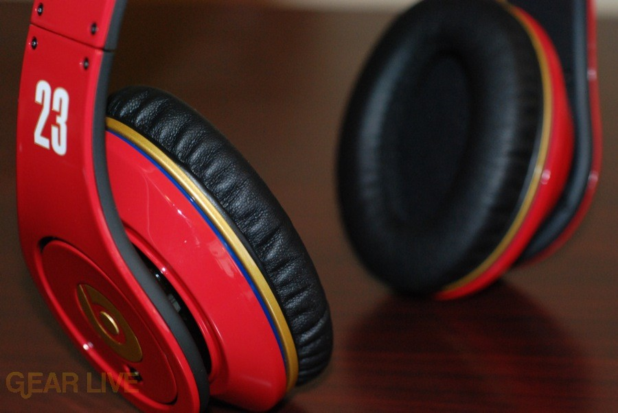 Beats by Dr. Dre Red LeBron James Customs outer