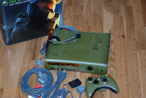 Xbox 360 Halo 3 Special Edition with accessories