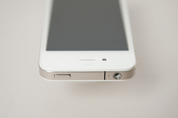 White iPhone 4 top