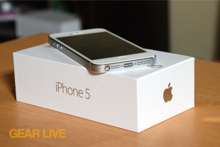 iPhone 5 White & Silver on box