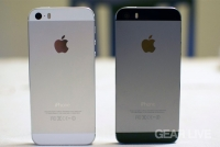iPhone 5s rear: Silver vs. Space Gray