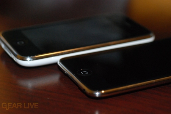 ‹iPod touch 2G vs iPhone 3G bottom · iPod touch 2G vs iPhone 3G : Back›