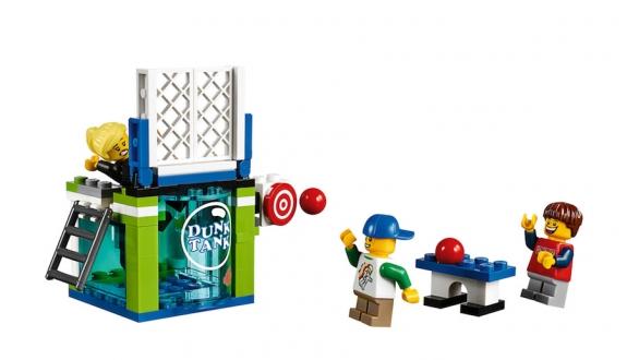LEGO Fairground Mixer 10244 - Minifigs with Dunk Tank