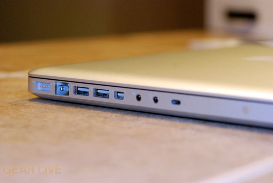 MacBook 2008 ports