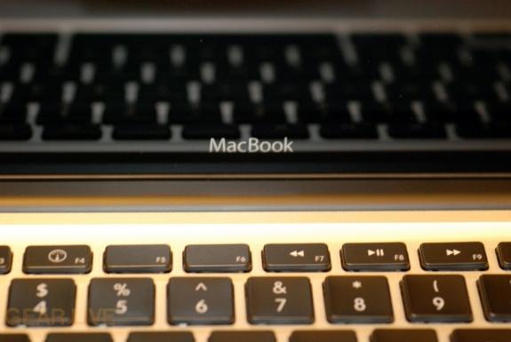 MacBook 2008 logo