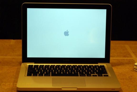 MacBook 2008 booting up