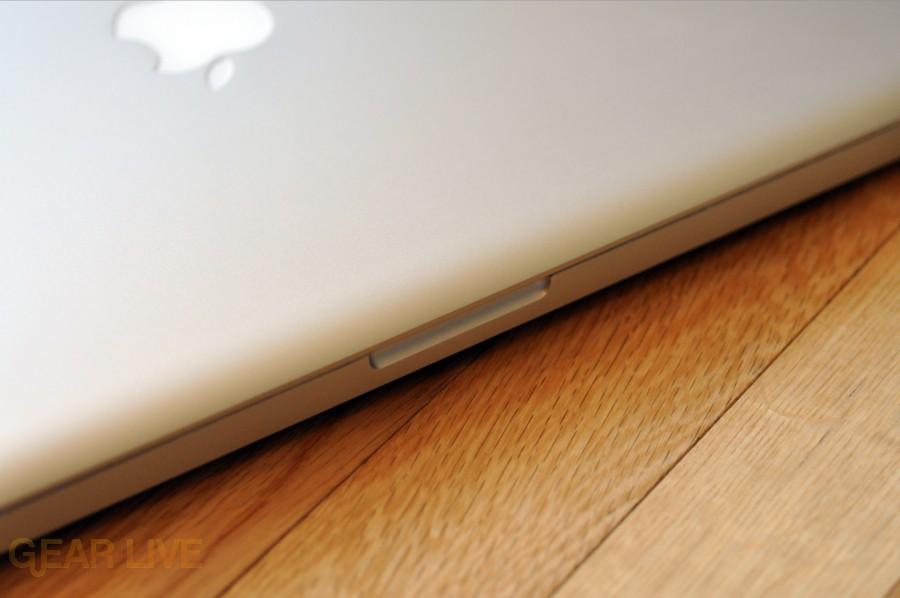 MacBook Pro 2009 open notch