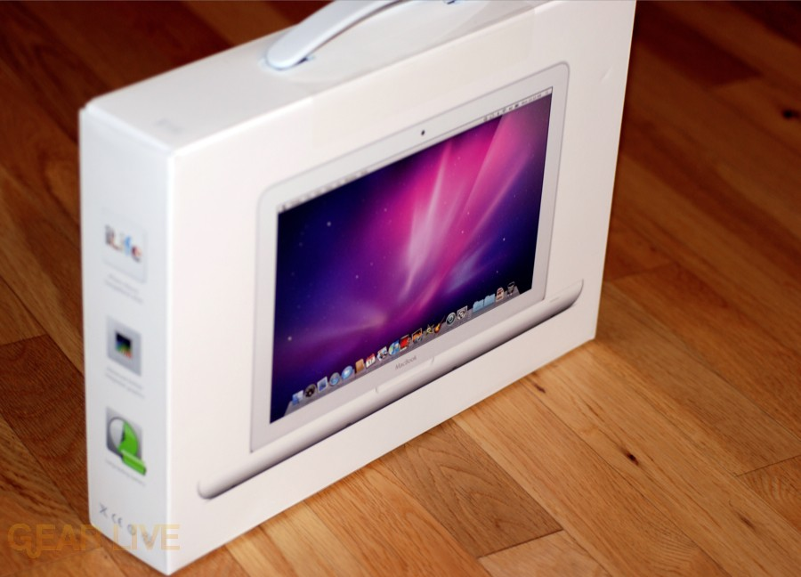 MacBook unibody pictured on box