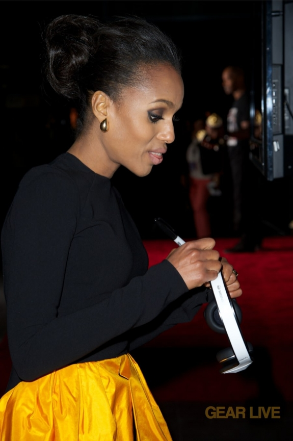 Kerry Washington signs Monster DNA White Tuxedo headphones