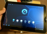 Holding the Motorola Xoom