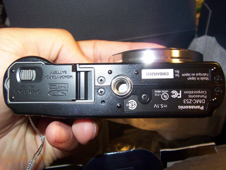 Panasonic Lumix ZS3 bottom
