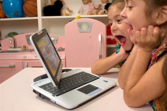 PeeWee PC Pivot Tablet for Kids 4