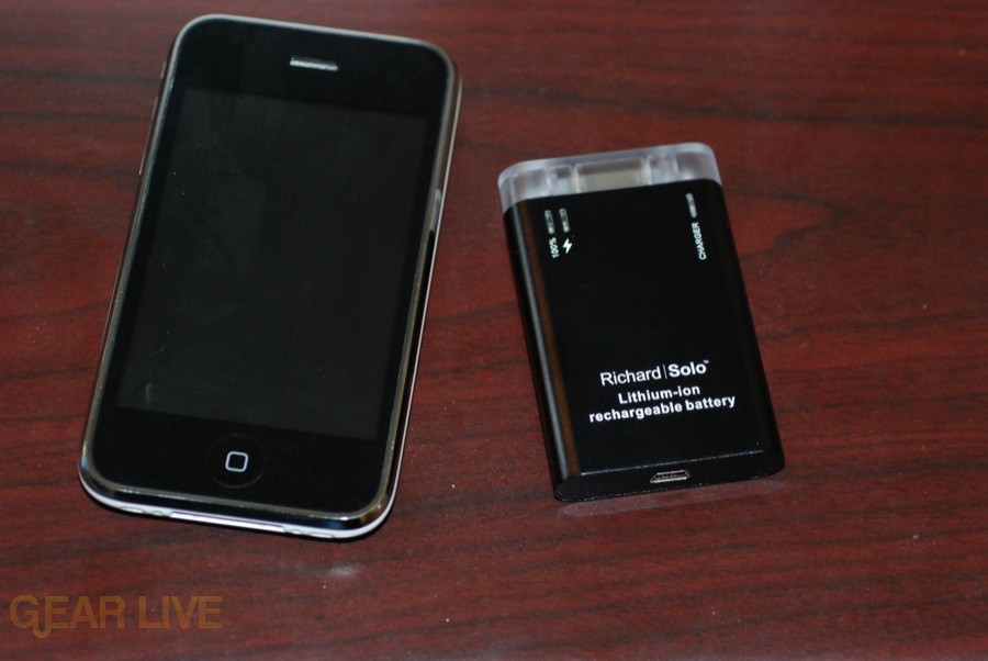 Richard Solo Smart Backup Battery with iPhone