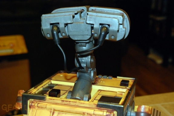 Ultimate Control Wall-E head back