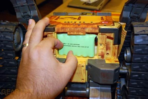 Ultimate Control Wall-E battery inserted