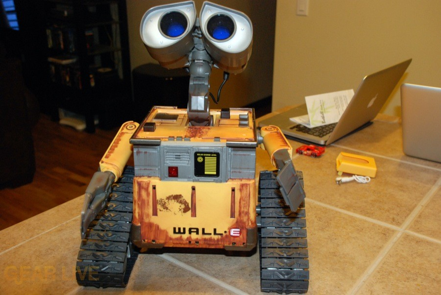 Ultimate Control Wall-E looking up