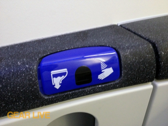 United Boeing 787 Dreamliner REstroom Motion Controls