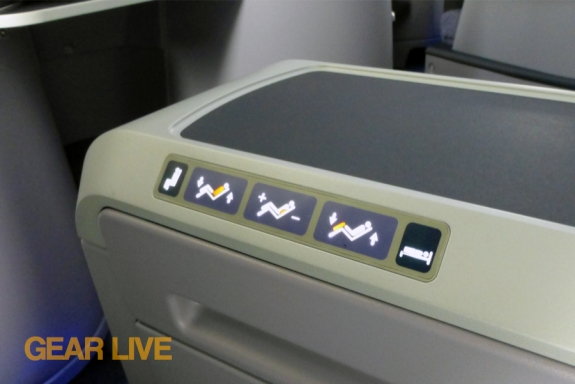 United Boeing 787 Dreamliner Seat Controls