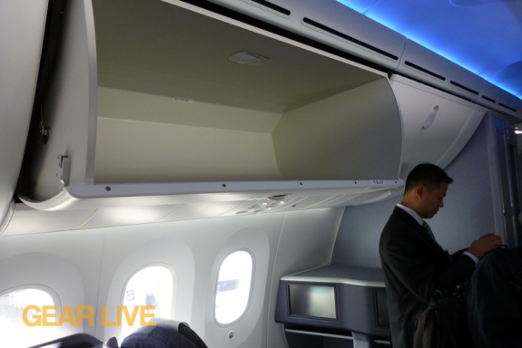 United Boeing 787 Dreamliner Overhead Compartment