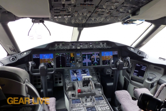 United Boeing 787 Dreamliner Cockpit