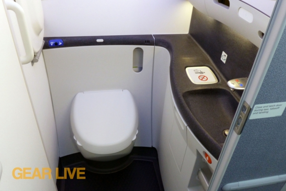 United Boeing 787 Dreamliner Lavatory