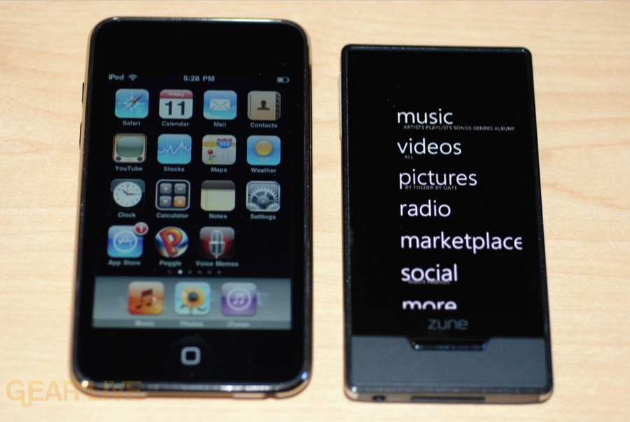 Zune HD vs. iPod touch size comparison