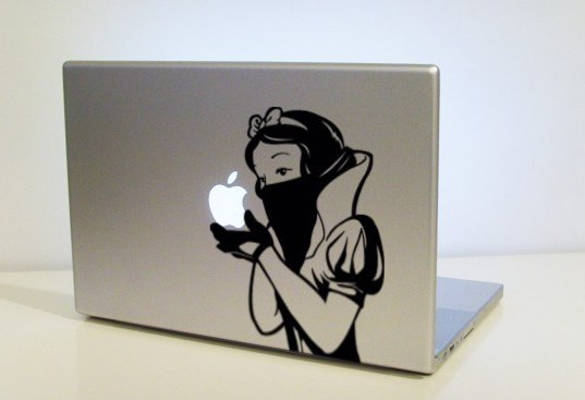 MacBook Pro Snow White vinyl
