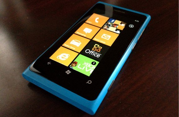 Nokia Lumia 900 cyan