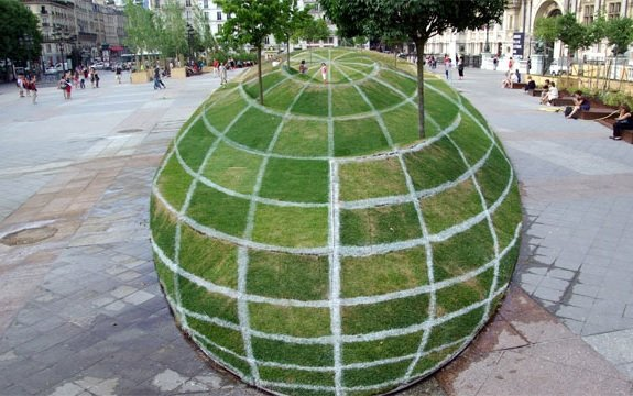 Paris grass sphere