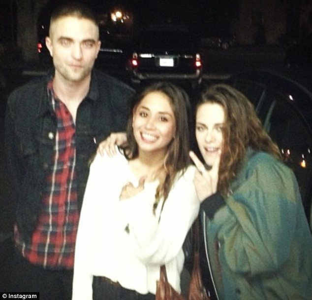 Robert Pattinson and Kristen Stewart with fan