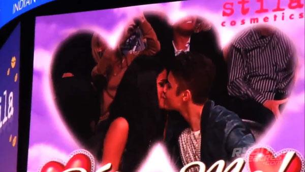 Selena Gomez and Justin Bieber on the Kiss Cam
