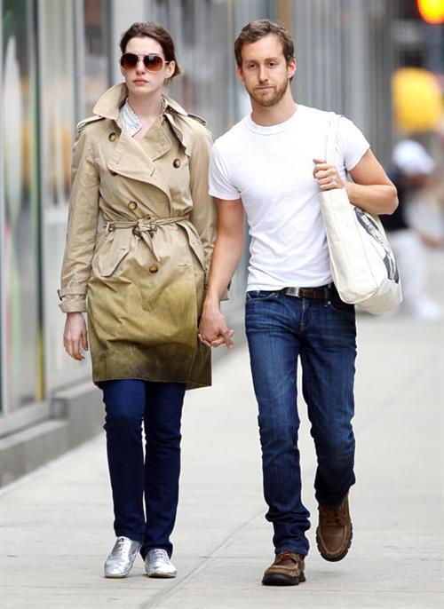 Anne Hathaway and fiance Adam Schulman