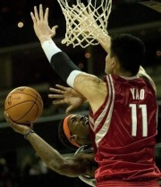 Yao Ming stuffs Gerald Wallace