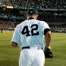 Mariano Rivera sets the MLB record in saves