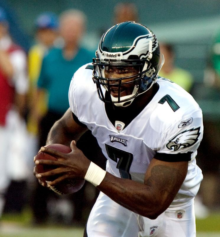 Michael Vick receives the Philadephia Eagles' franchise tag