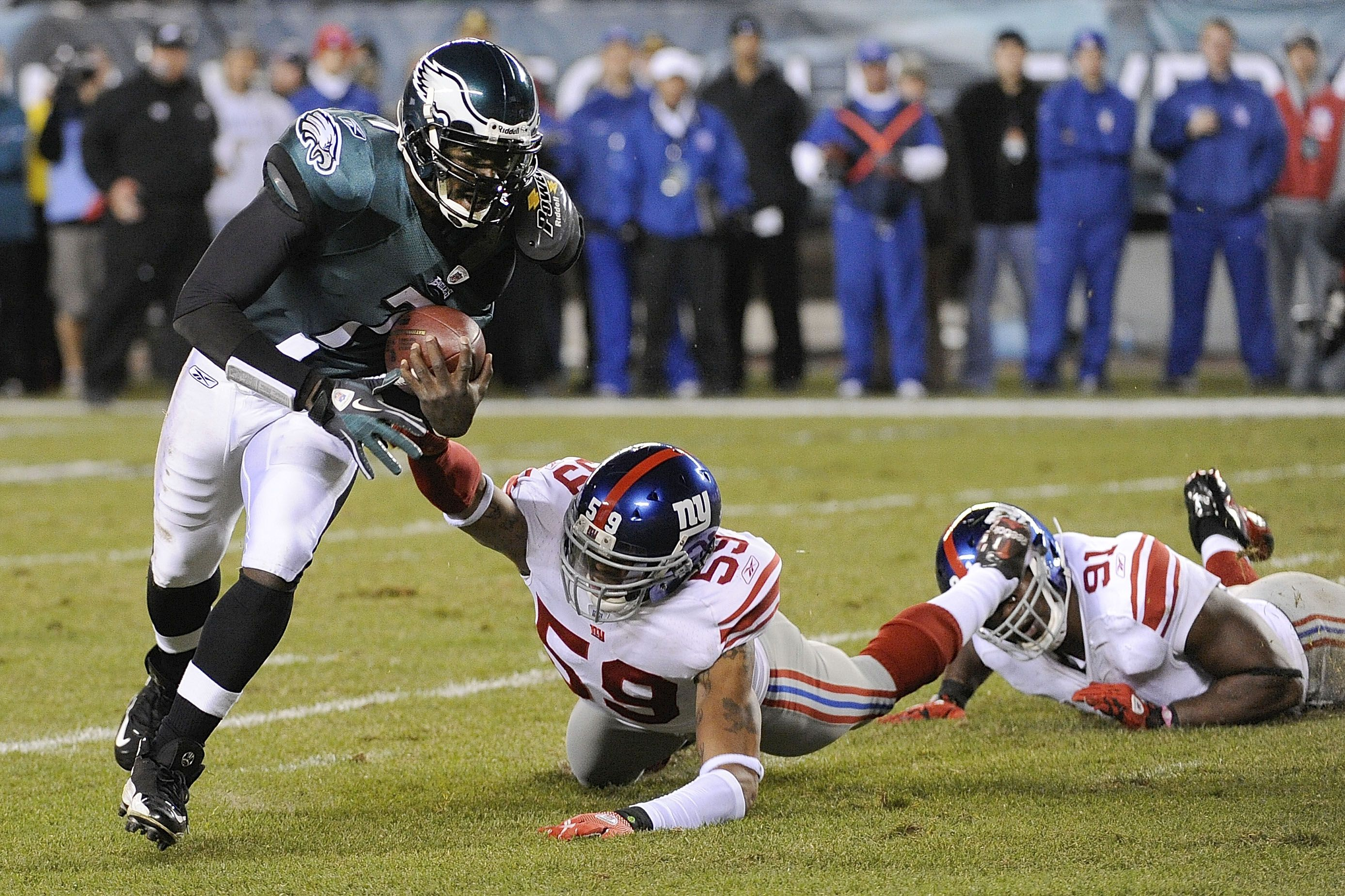 Michael Vick rolling over the New York Giants
