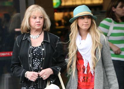 http://assets.gearlive.com/filmcrunch/blogimages/ashley-tisdale-shop-top-mom.jpg
