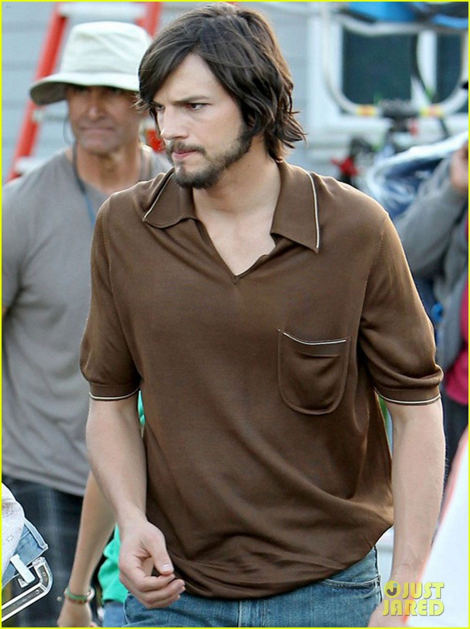 Ashton Kutcher on the set of 'jOBS'