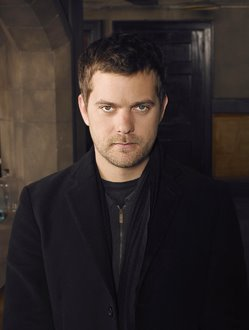 Joshua Jackson as Peter Bishop on Fringe