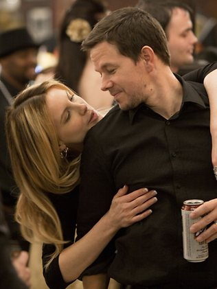 Kate Beckinsale and Mark Wahlberg in Contraband