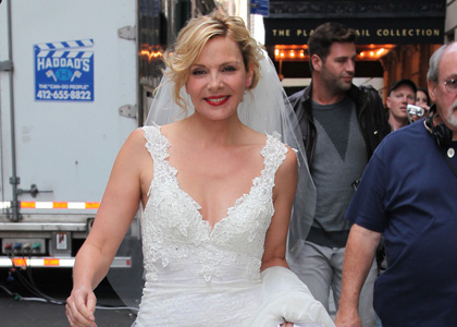 Kim Cattrall in wedding dress on SATC set